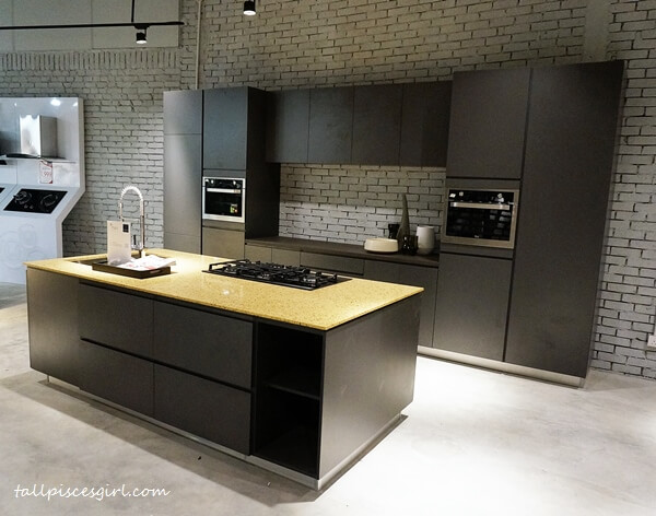 High quality built-in kitchen cabinets at MajuHome Concept
