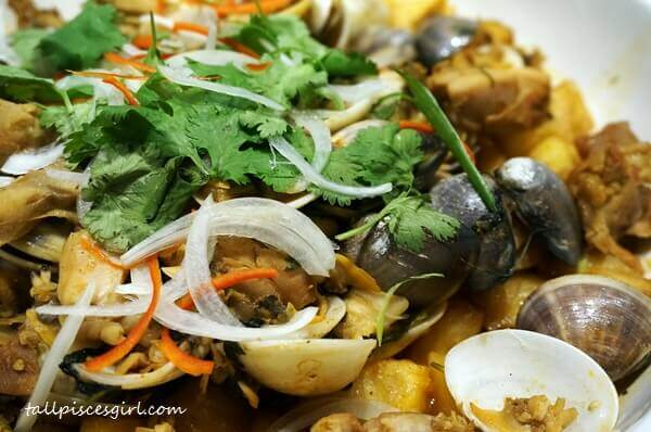Sauteed Chicken Leg Slices with Clam and Pickle with Potato