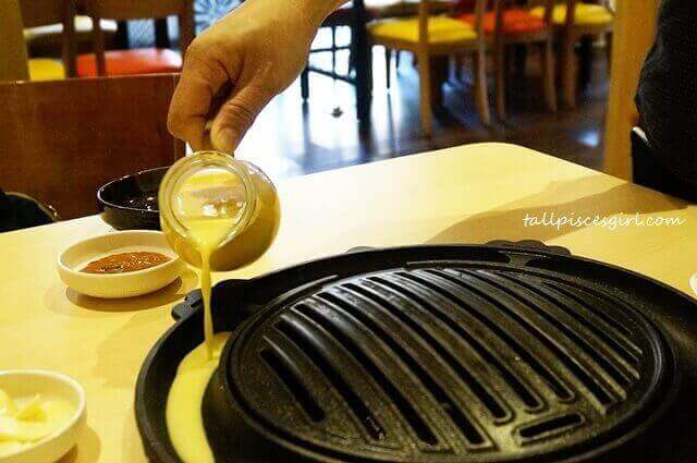 Grilled egg in the making