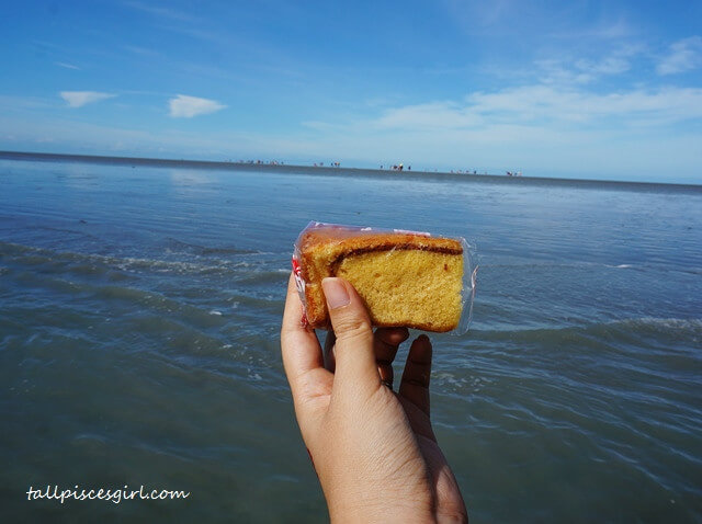 Enjoying cake in the middle of the sea
