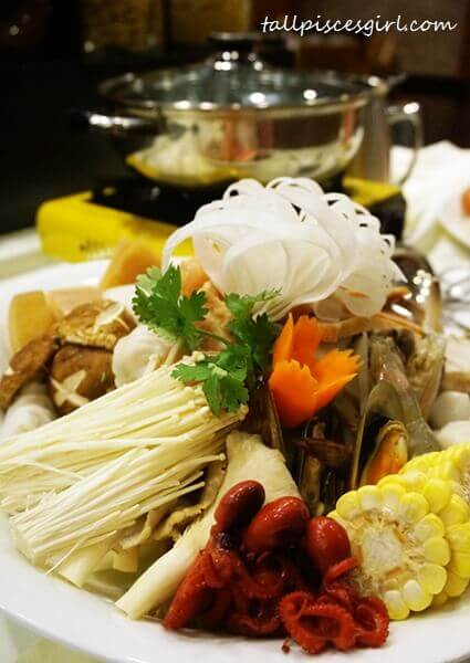 Semi Buffet Steamboat @ Cafe 5, Pearl International Hotel
