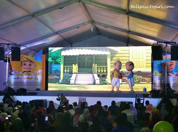 OMG! Upin & Ipin came to live!