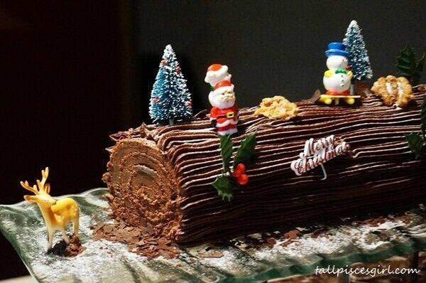 Chocolate Walnut Yule Log | Christmas Buffet @ Big Apple Restaurant, Berjaya Times Square Hotel
