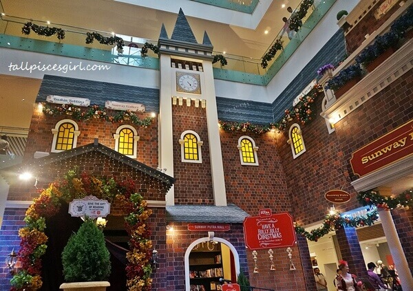The main concourse of Sunway Putra Mall is back to Victorian era with 19th century's red brick houses