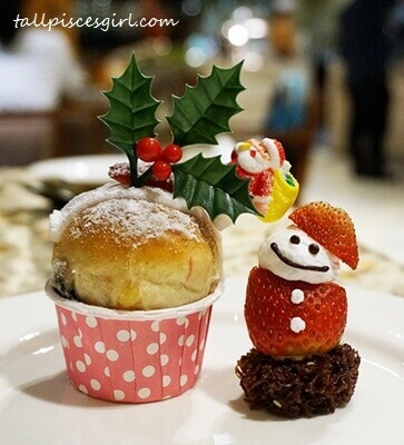 Cute Christmas desserts from Cinnamon Coffee House, One World Hotel