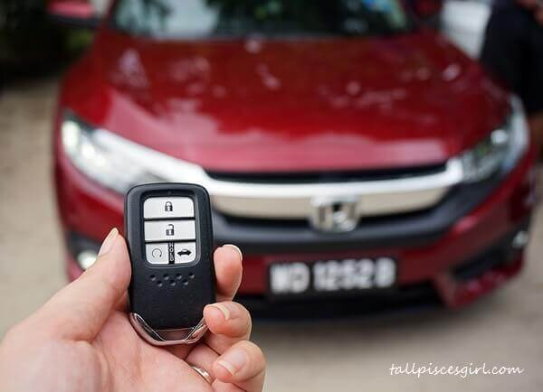 Honda Civic: Keyless Entry Remote Control