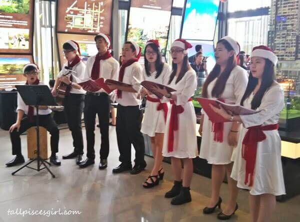 Christmas Caroling @ SkyLuxe On The Park