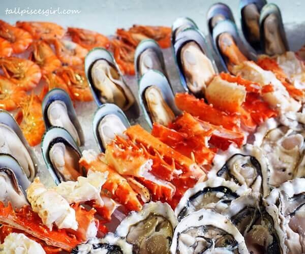 prawns-mussels-alaskan-crab-legs-oysters