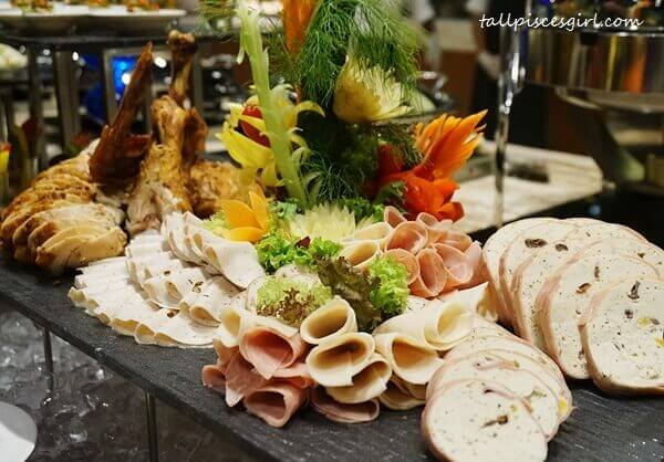 Roasted Whole Turkey and Cold Cuts Combination