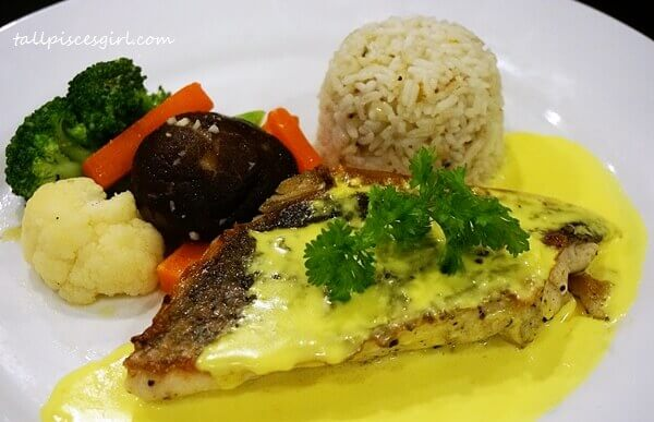 Pan Fried Fish with Buttered Vegetables, Garlic Butter Rice and Turmeric Cream Sauce