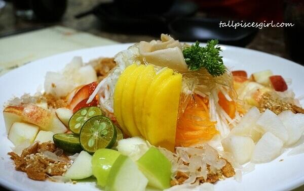 Hui Lau Shan's Prosperity Yee Sang (许留山鲜果捞生)