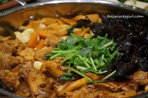 Pork & Fungus Pot with Spicy Sauce (猪菌焖锅配微麻辣汁) Price: RM 110
