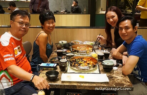 Evelyn Ang, Dennis Loo, Clumsy Boy and yours truly @ Simmer Huang, Pavilion Elite