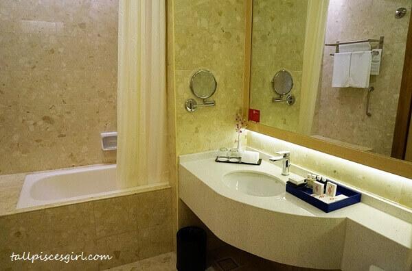 Bath tub @ Pearl Premier
