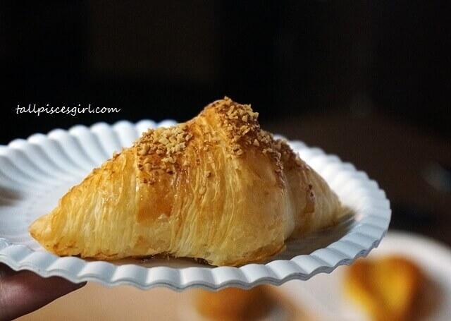 Sorry, I'm not sharing my Golden Liu Sha Mini Croissant!
