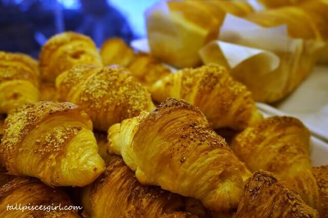 Donutes Golden Liu Sha Mini Croissant