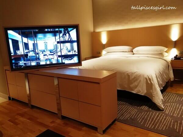 Renaissance Kuala Lumpur Hotel newly renovated Deluxe Room with Samsung 48 inch Full HD Smart TV