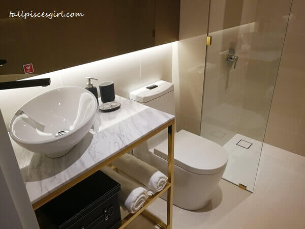 Rencana Royale: Bathroom area