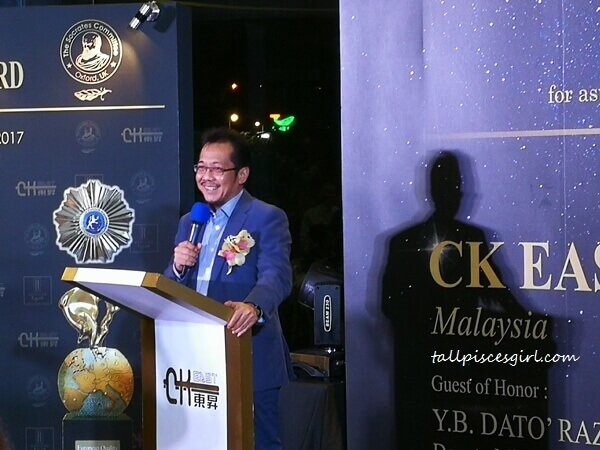 YB Dato' Razali bin Ibrahim, Deputy Minister in the Prime Minister's Department giving his speech
