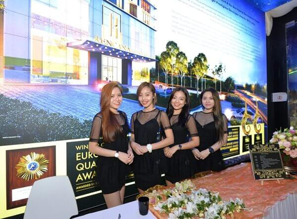 Gorgeous ladies welcomed us at the entrance of Rencana Royale TTDI