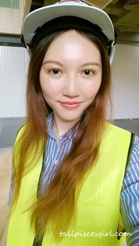 Female contractor for a day. Looks legit?