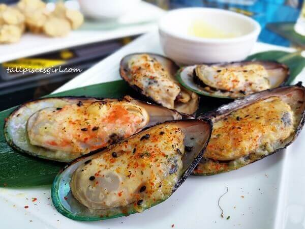 Tap It Out: Garlic Butter Broiled Mussels