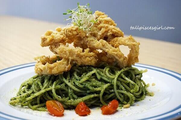 Spaghetti with Fried Calamari in Housemade Basil Pesto (Price: RM 18)