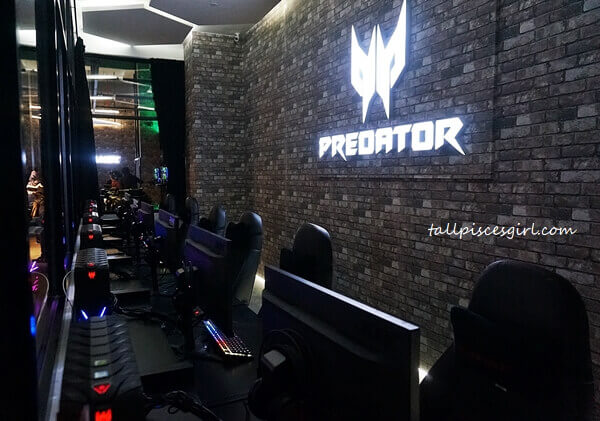 Predator experiential room