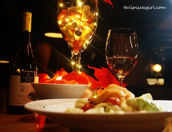 Caesar Salad with White Wine: Padre Pedro Reserva Branco Variety: Viognier and Arinto (2015)