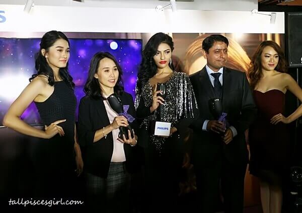 Muhammad Ali Jaleel, Country Manager of Philips Malaysia (second from right) launched the Philips StyleCare Prestige Auto Curler, together with Wendy Ho, Head of Marketing for Personal Health, Philips Malaysia (second from left)