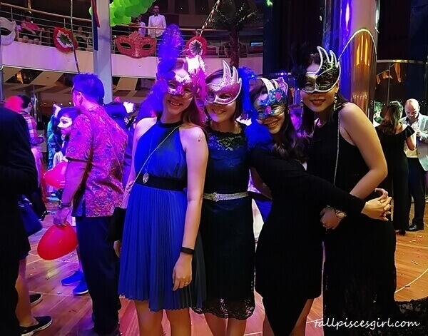 Carnival of Venice Party with da girls! WOOHOO~!!