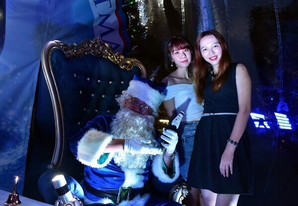 Bowie X Charmaine @ Pause for a Blue Christmas by Kronenbourg 1664