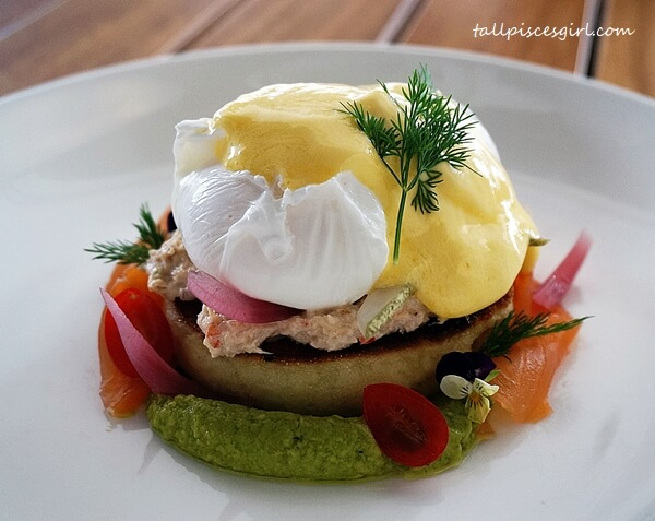 Smoked Salmon and Crab Meat Egg Benedict