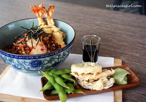 Wok Fried Udon with Tempura