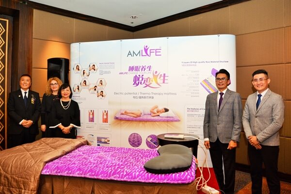 Dr Koyabu Sherlyne Yong, Lew and Edward next to the Amlife medical bedding