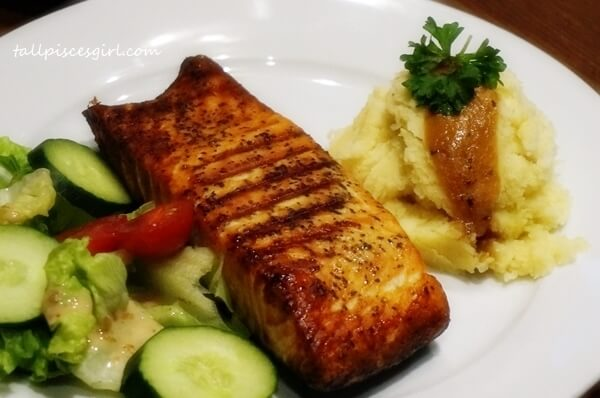 Main course: Grilled Salmon with Mashed Potato
