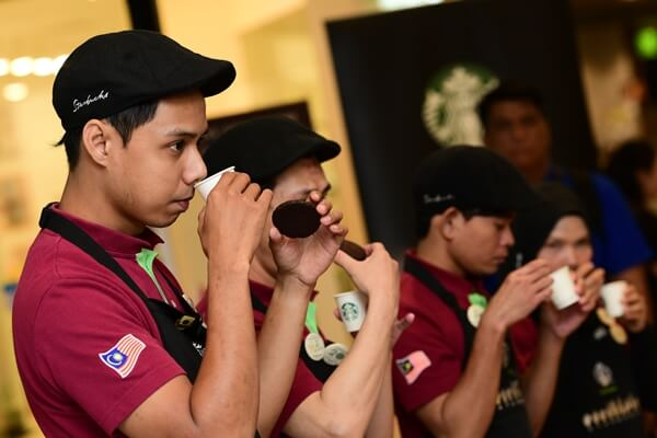 Coffee tasting sharing is not limited by languages, especially for all Starbucks Signing Store's certified Deaf Coffee Masters