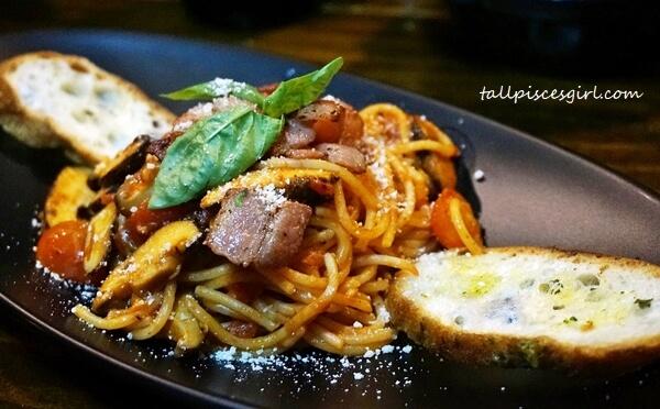 Tocino Y Champinones Espagueti (Price: RM 17.90)