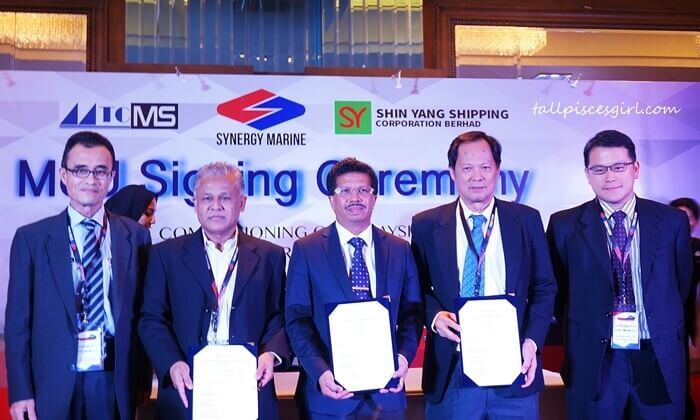 Tuan. Hj. Ir. Ahmad Khairuddin Bin Ismail, Deputy Director General 2 (Operations) of Marine Department Malaysia; Mr. Abdul Razak Ismail, Managing Director / CEO of MTCMS Design Sdn Bhd; Yang Berbahagia Dato' Roslan Ahmad, Managing Director of Synergy Marine (M) Sdn Bhd; Captain Ting Hien Liong, CEO of Shin Yang Shipyard Sdn Bhd; and Mr. Vincent Ling Lu Yew, Executive Director of Shin Yang Shipping Corporation Berhad, with the signed MOU Malaysia's first LNG-Powered Vessel Shipbuilding between Synergy Marine (M) Sdn Bhd, MTCMS Design Sdn Bhd, and Shin Yang Corporation Berhad