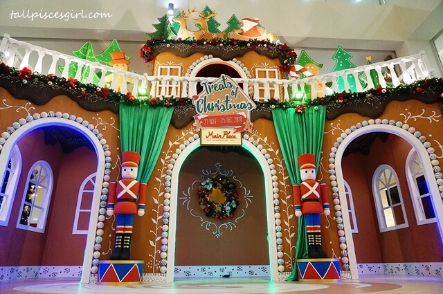 Gingerbread house @ Main Place Mall