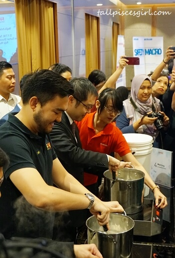 DYTM Raja Muda Selangor Tengku Amir Shah Ibni Sultan Sharafuddin Idris Shah Alhaj joins in to melt the used soap for Sunway Soapful