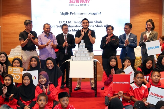 His Highness, Tengku Amir Shah revealing the 1000 bars of repurposed soap at the launch