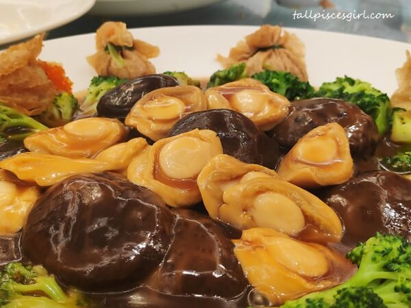 Braised Abalone with Money Bag and Flower Mushroom