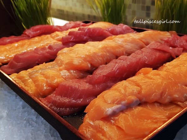 Selections of Sushi and Sashimi with Condiments (Salmon and Tuna Fish)