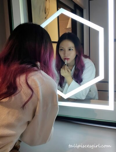 When I saw this vanity mirror in Red by Sirocco, I'm sold!