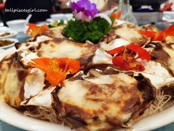 Oven Baked Assorted Mushrooms and Crab Meat with Cheese stuffed in Crab Shell (芝士焗酿蟹盖)