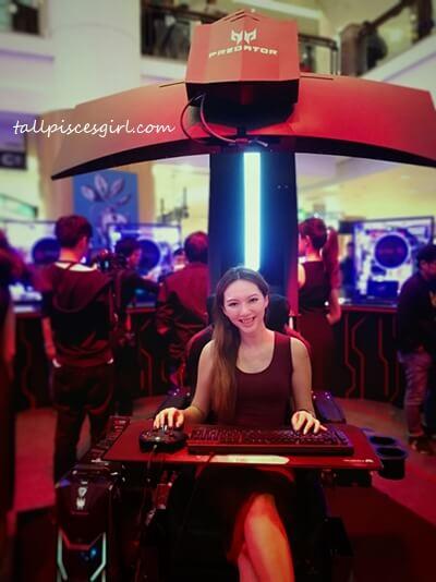 tallpiscesgirl X Predator Thronos