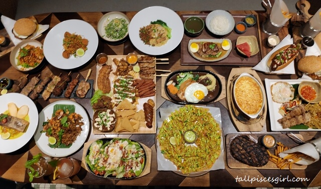 Variety of foods at Tommy Thongchai