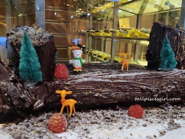 Christmas Yule Log Cake @ One World Hotel