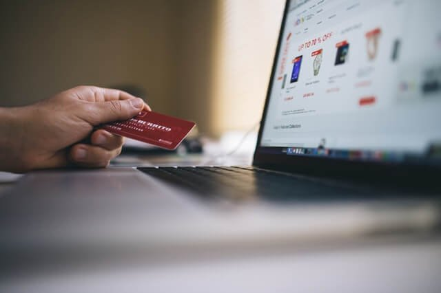 9 Must-Know Tips for Those Who Like to Shop for Clothing Online